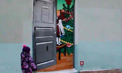 Замуровали-дверь-стрит-арт